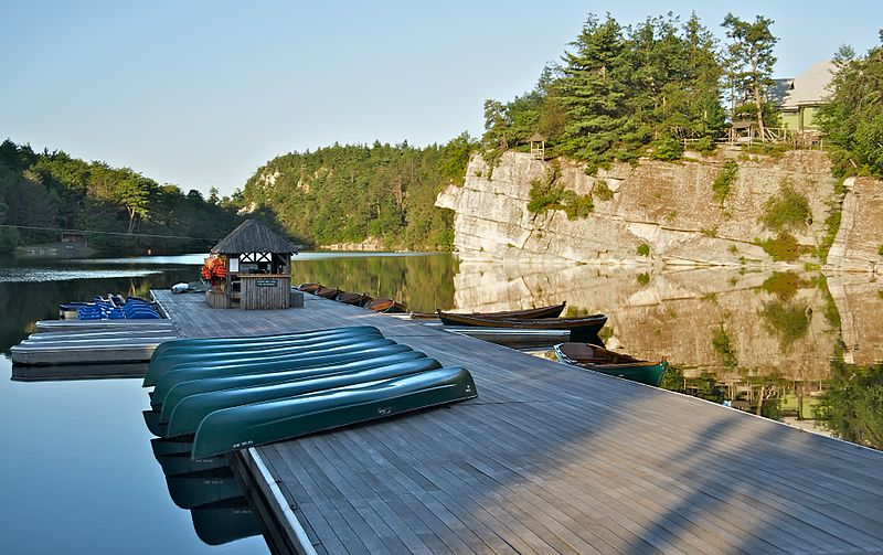 800px-Mohonk_Mountain_House_2011_Boat_Dock_in_Early_Morning_FRD_2996