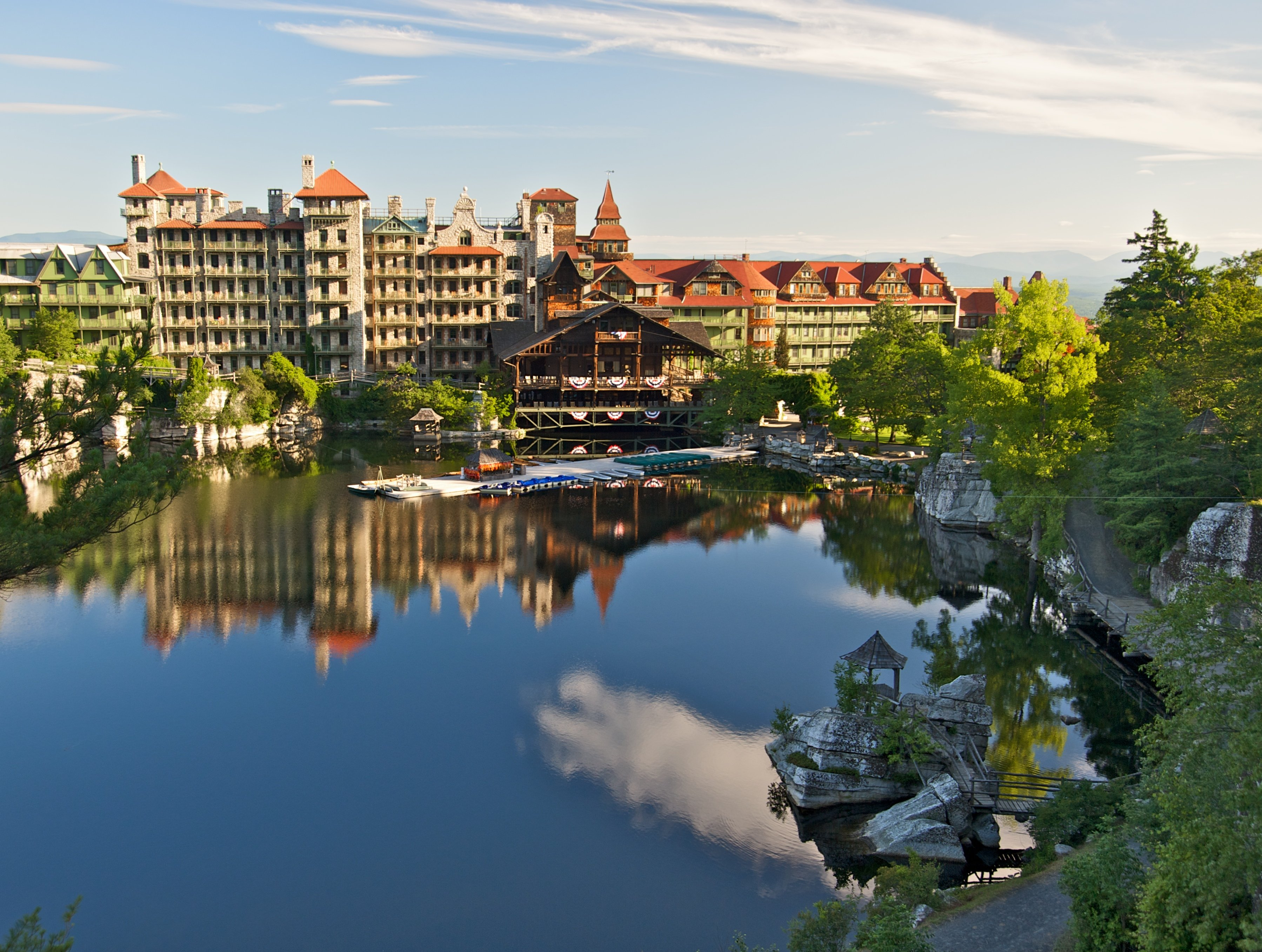 Mohonk_Mountain_House_2011_Main_Buildings_around_Lake_5_FRD_3146